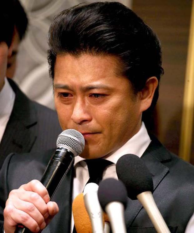 Tài tử gạo cội Nhật Bản mất sự nghiệp, túng quẫn đến mức bán nhà sau scandal quấy rối tình dục nữ sinh - Ảnh 1.