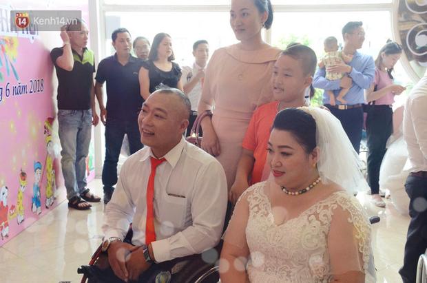 Chuyện tình cảm động phía sau đám cưới của chú rể khiếm thị và cô dâu đột biến gen có mái tóc bạc trắng ở Hà Nội - Ảnh 5.