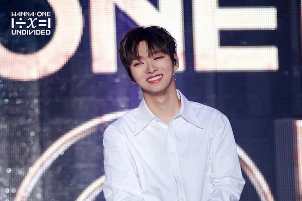 Netizen chướng mắt khi trưởng nhóm Wanna One ra mắt gần 1 năm nhưng nhảy không ra hồn - Ảnh 1.