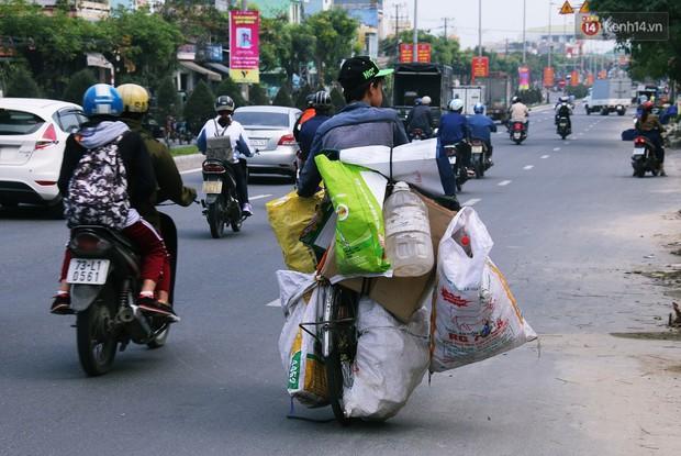 Chuyện của Thịnh: Cậu bé 16 tuổi ngày ngày nhặt rác trên đường phố Đà Nẵng vẫn luôn nở nụ cười - Ảnh 2.