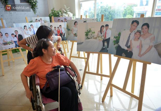 Xúc động lễ cưới tập thể của 41 cặp vợ chồng khuyết tật ở Hà Nội - Ảnh 5.