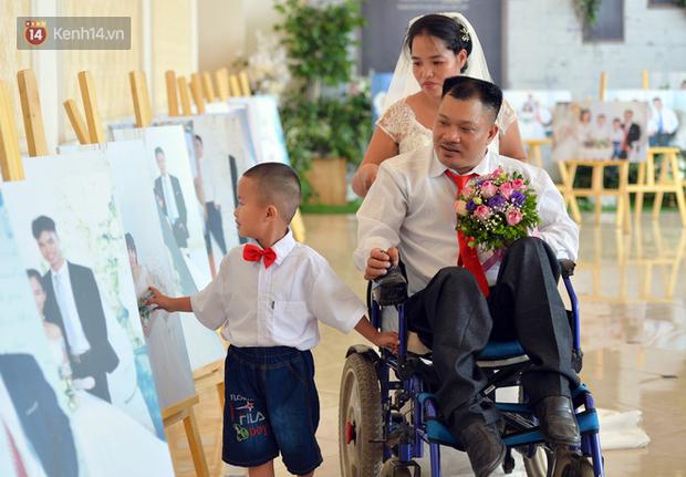 Xúc động lễ cưới tập thể của 41 cặp vợ chồng khuyết tật ở Hà Nội - Ảnh 8.