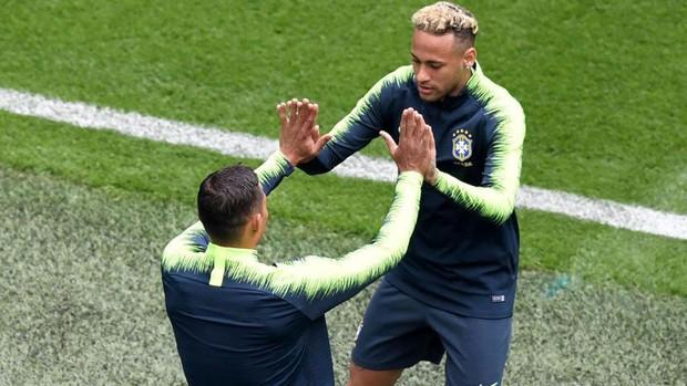 Neymar bị tố xúc phạm đàn anh ở đội tuyển Brazil - Ảnh 1.
