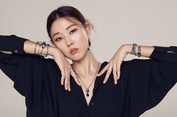 Mặt biến dạng vì thẩm mỹ, idol Kpop này vẫn vượt cả loạt nữ thần sắc đẹp, chễm chệ lọt top gương mặt hot nhất - Ảnh 2.