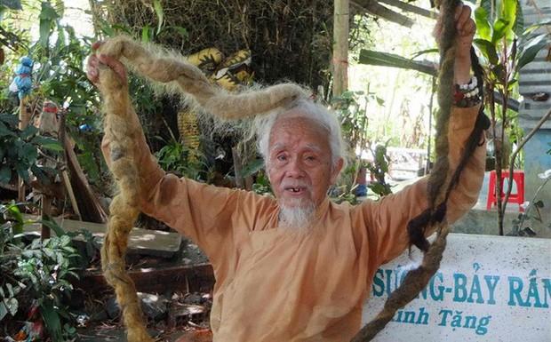 """Gặp """"tiên ông"""" tóc dài hơn 3 mét, 70 năm chưa cắt lần nào! - Ảnh 1."""