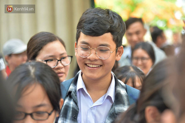 4.105 thí sinh bỏ thi, 27 thí sinh vi phạm quy chế, gian lận trong buổi thi môn Ngữ Văn - Ảnh 4.
