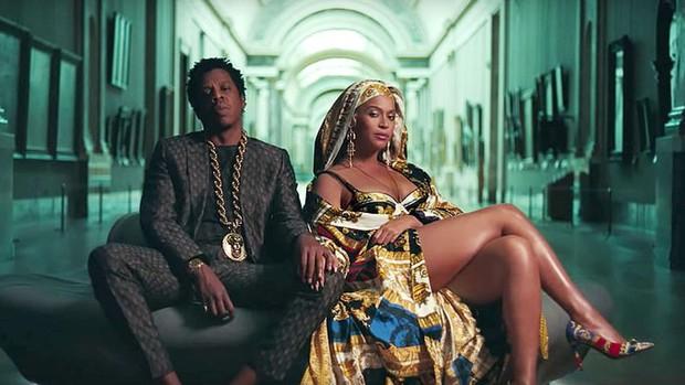 Billboard 200: Xtina là nữ nghệ sĩ solo bán album chạy nhất tuần, vợ chồng Beyoncé hụt mất #1 - Ảnh 3.