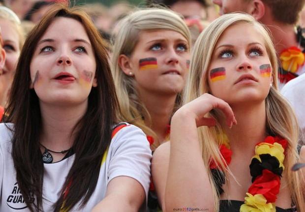 MXH tràn ngập hình ảnh của những nữ cổ động viên xinh đẹp trên khắp khán đài World Cup - Ảnh 5.