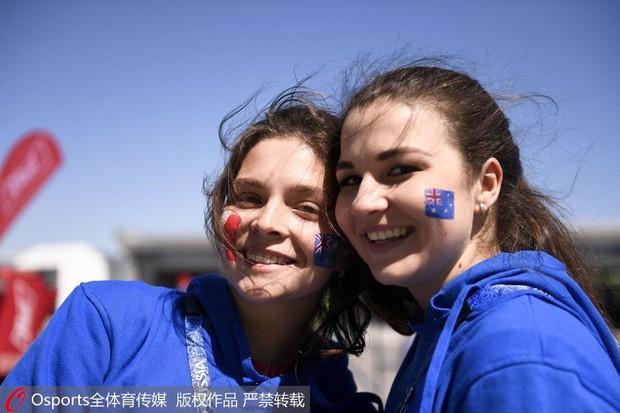 MXH tràn ngập hình ảnh của những nữ cổ động viên xinh đẹp trên khắp khán đài World Cup - Ảnh 13.