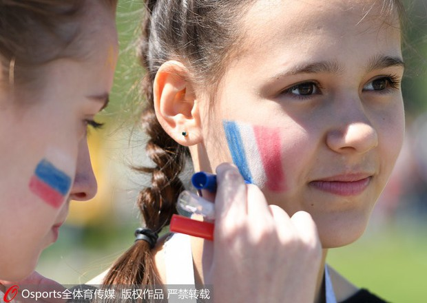 MXH tràn ngập hình ảnh của những nữ cổ động viên xinh đẹp trên khắp khán đài World Cup - Ảnh 14.