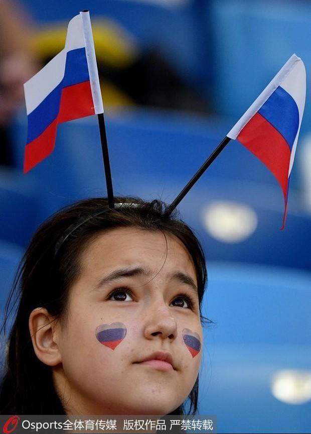 MXH tràn ngập hình ảnh của những nữ cổ động viên xinh đẹp trên khắp khán đài World Cup - Ảnh 17.