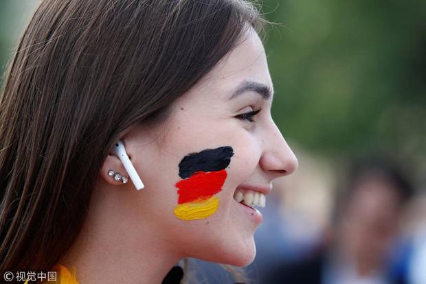 MXH tràn ngập hình ảnh của những nữ cổ động viên xinh đẹp trên khắp khán đài World Cup - Ảnh 6.
