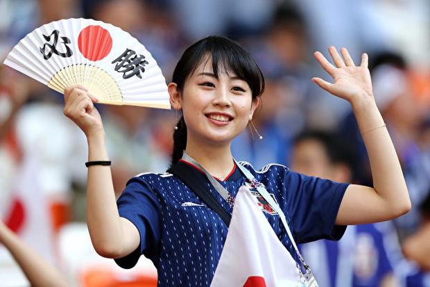 MXH tràn ngập hình ảnh của những nữ cổ động viên xinh đẹp trên khắp khán đài World Cup - Ảnh 9.