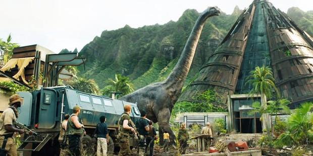 Bi kịch chú khủng long cổ dài lấy nước mắt khán giả ở Jurassic World: Fallen Kingdom - Ảnh 2.