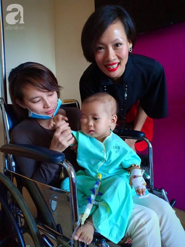 Em bé 2 tuổi ở Cà Mau bị u mắt nguy hiểm, bố mẹ nghèo cố tìm cách cứu con trong tuyệt vọng - Ảnh 4.