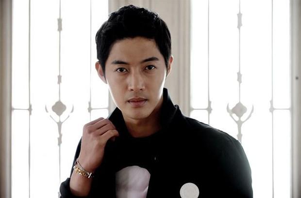 Netizen Hàn mỉa mai trước tin mỹ nam hành hung của Vườn Sao Băng tái xuất bằng... phim tình cảm - Ảnh 2.