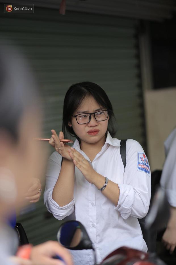 Giáo viên Chuyên Anh: Đề vừa sức với học sinh trường chuyên, điểm thi sẽ thấp hơn năm trước - Ảnh 3.