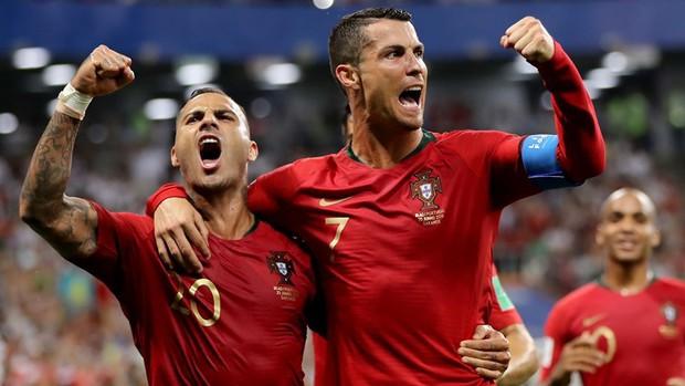 Ronaldo sút hỏng phạt đền, Bồ Đào Nha thoát thua phút 90+5 để giành vé vào vòng knock-out - Ảnh 2.
