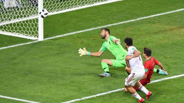 Ronaldo sút hỏng phạt đền, Bồ Đào Nha thoát thua phút 90+5 để giành vé vào vòng knock-out - Ảnh 4.