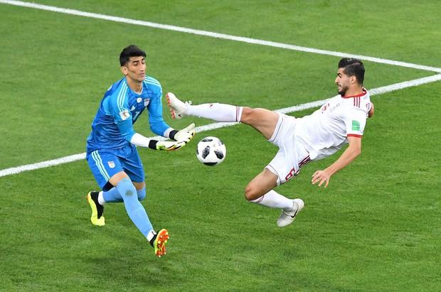 Thủ môn Iran khiến Ronaldo ôm hận từng vô gia cư và bị xem là ăn mày - Ảnh 2.