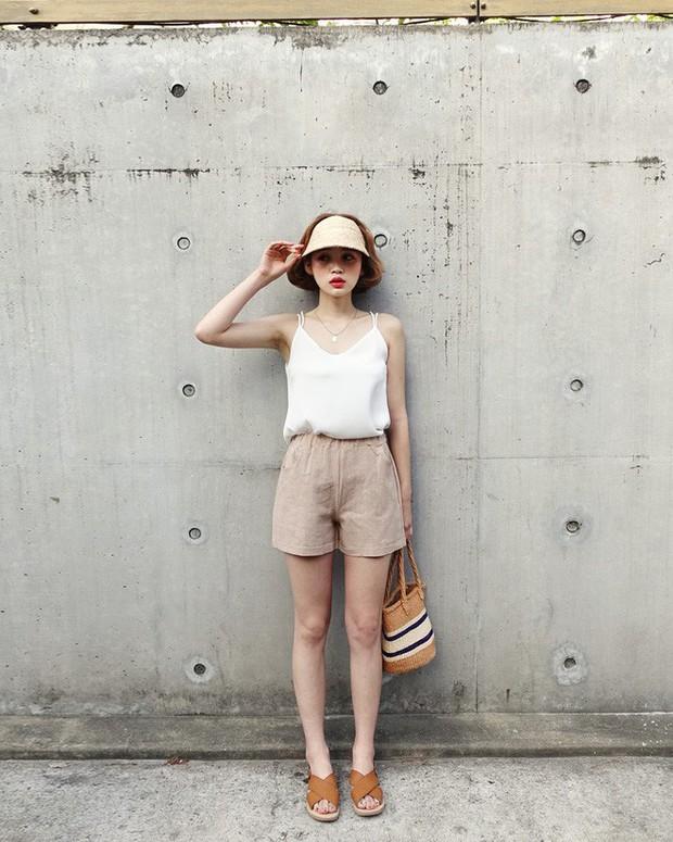 Quần shorts vải nhẹ tênh nhìn đơn giản mà diện được đủ kiểu, từ trẻ trung năng động đến bánh bèo điệu đà - Ảnh 13.