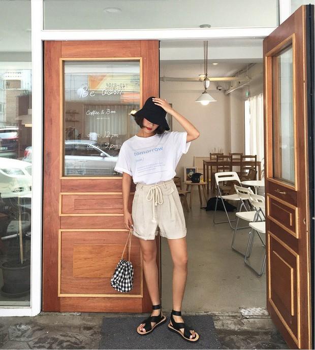 Quần shorts vải nhẹ tênh nhìn đơn giản mà diện được đủ kiểu, từ trẻ trung năng động đến bánh bèo điệu đà - Ảnh 4.