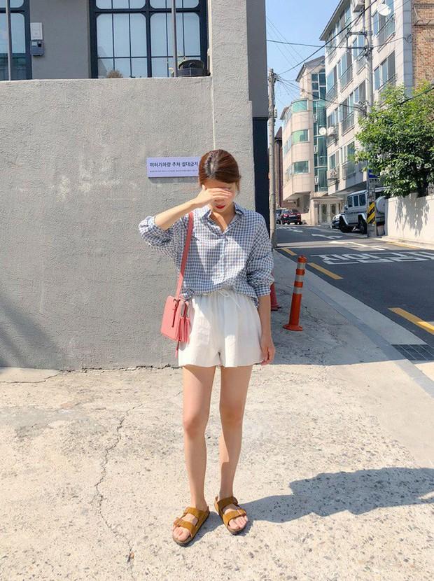 Quần shorts vải nhẹ tênh nhìn đơn giản mà diện được đủ kiểu, từ trẻ trung năng động đến bánh bèo điệu đà - Ảnh 5.