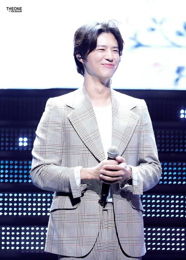 Vẫn biết tài tử Park Bo Gum đẹp trai cực phẩm ở mọi hoàn cảnh, nhưng để kiểu tóc này thì hơi quá! - Ảnh 8.