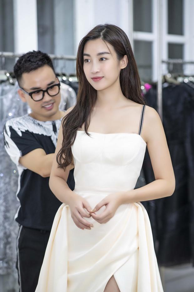 Á hậu Tú Anh ngày càng đẹp trước đám cưới, cùng Đỗ Mỹ Linh và dàn Hoa hậu tới thử đồ cho show của NTK Hà Duy - Ảnh 3.