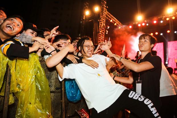 Da LAB tung MV Luôn Là Mình ghi lại quá trình thực hiện show ở TP HCM - Ảnh 7.