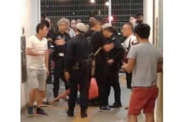 Singapore: Hai thanh niên xô xát dưới đường tàu điện ngầm vì tranh nhau một cái bồn vệ sinh - Ảnh 1.