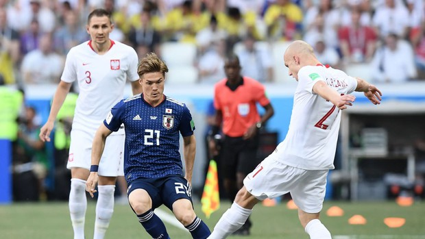 Cầu thủ Nhật Bản đi vòng quanh sân, cảm ơn fan đã cổ vũ giữa cái nóng 36 độ C - Ảnh 9.