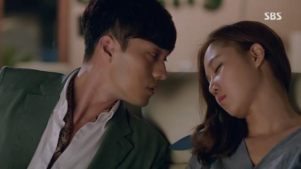 10 cặp đôi hoàng tử - lọ lem khiến dân tình điêu đứng nhất màn ảnh xứ Hàn (Phần cuối) - Ảnh 3.