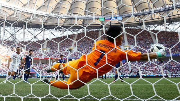 Cầu thủ Nhật Bản đi vòng quanh sân, cảm ơn fan đã cổ vũ giữa cái nóng 36 độ C - Ảnh 6.