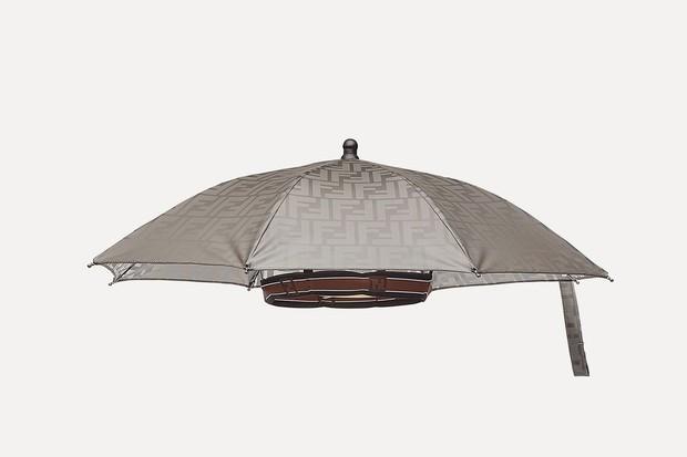 Mũ ô giá 9 triệu đồng của Fendi: Khi mưa quá buồn mà mình vẫn phải cool - Ảnh 5.