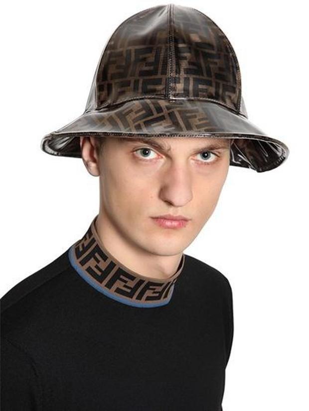 Mũ ô giá 9 triệu đồng của Fendi: Khi mưa quá buồn mà mình vẫn phải cool - Ảnh 6.