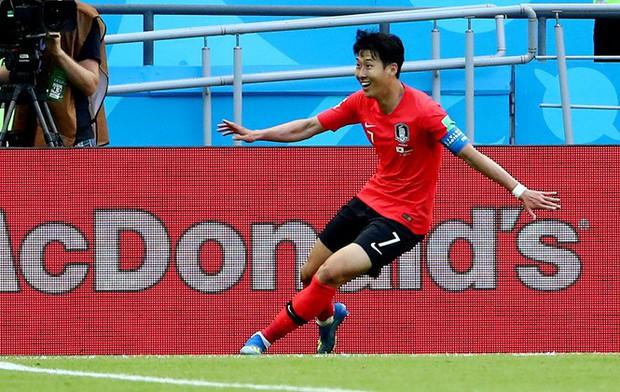 Ghi bàn vào lưới đội tuyển Đức, cầu thủ Hàn Quốc được người dân xin miễn nghĩa vụ quân sự - Ảnh 2.