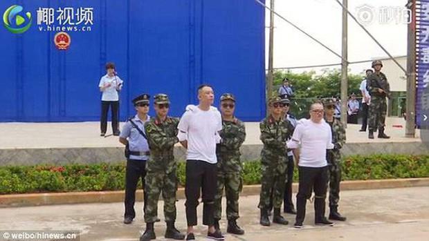 Trung Quốc: Xử án tội phạm ma túy trước mặt học sinh - Ảnh 1.