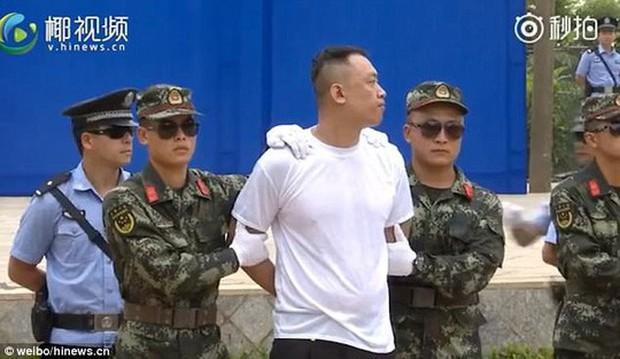Trung Quốc: Xử án tội phạm ma túy trước mặt học sinh - Ảnh 2.