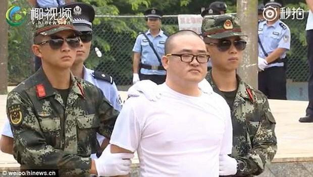 Trung Quốc: Xử án tội phạm ma túy trước mặt học sinh - Ảnh 3.