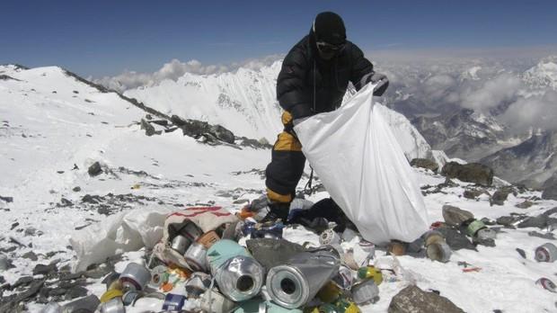 Những điều kỳ dị trên đỉnh Everest mà bạn sẽ không thể ngờ tới - Ảnh 4.