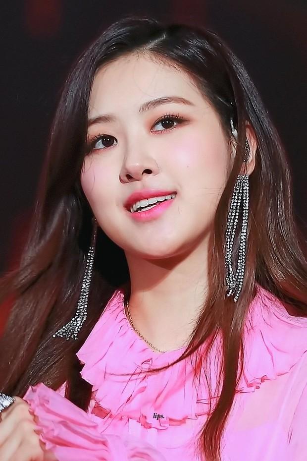 Chinh phục được những màu son khó nhằn, Rosé (Black Pink) quả xứng danh nữ thần sắc đẹp - Ảnh 6.