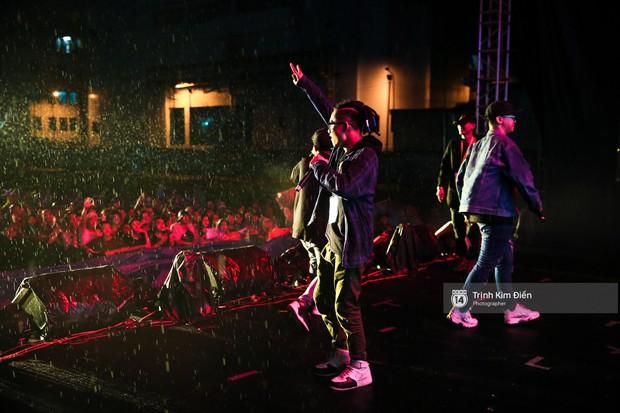 Hàng ngàn khán giả đội mưa cùng Da LAB thăng hoa trong đêm liveshow đầu tiên ở TP. HCM - Ảnh 6.
