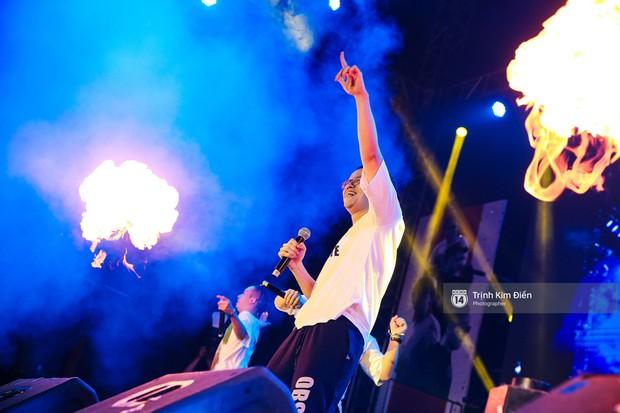Hàng ngàn khán giả đội mưa cùng Da LAB thăng hoa trong đêm liveshow đầu tiên ở TP. HCM - Ảnh 7.