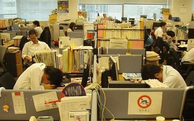 Nhật Bản nỗ lực ngăn chặn tình trạng làm việc quá tải - Ảnh 1.