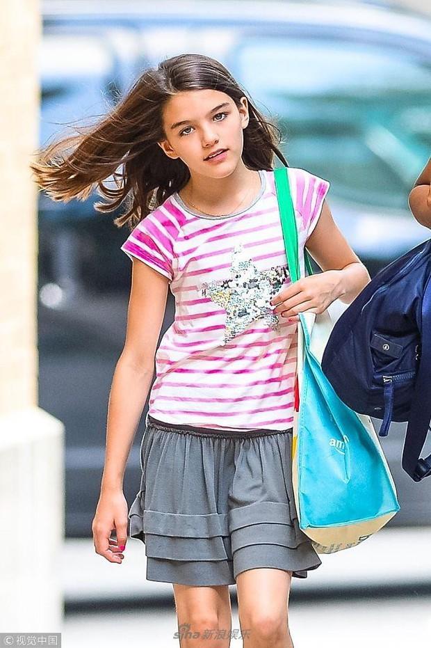Công chúa điệu đà một thời Suri Cruise xuất hiện đầy giản dị trên phố giữa tin đồn sắp được gặp lại bố Tom - Ảnh 3.