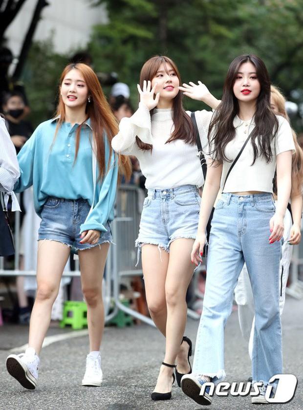 Quân đoàn trai xinh gái đẹp Kpop cùng đổ bộ: 2 nữ thần Red Velvet đọ với dàn nữ tân binh nhà Cube, G-Friend lép vế - Ảnh 11.