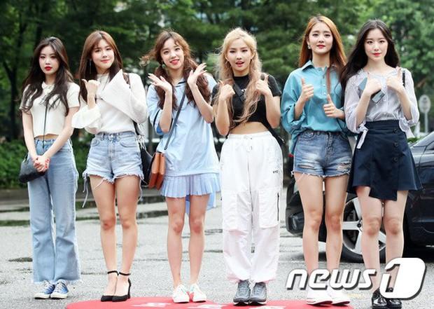 Quân đoàn trai xinh gái đẹp Kpop cùng đổ bộ: 2 nữ thần Red Velvet đọ với dàn nữ tân binh nhà Cube, G-Friend lép vế - Ảnh 14.