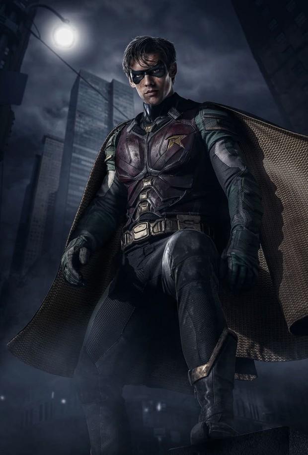 Sốt trước vẻ đẹp trai của trợ tá Người Dơi Robin phiên bản người đóng - Ảnh 1.