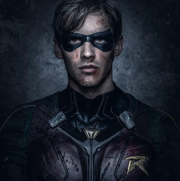 Sốt trước vẻ đẹp trai của trợ tá Người Dơi Robin phiên bản người đóng - Ảnh 3.